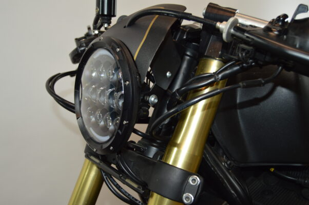 cupolino cafe racer con fanale led